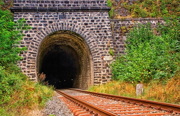 tunnel-3681846